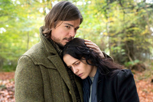 TV STILL -- DO NOT PURGE -- Josh Hartnett as Ethan Chandler and Eva Green as Vanessa Ives in Penny Dreadful (season 2, episode 7). - Photo: Jonathan Hession/SHOWTIME